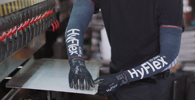 High performance cut resistant gloves working with sheet metal